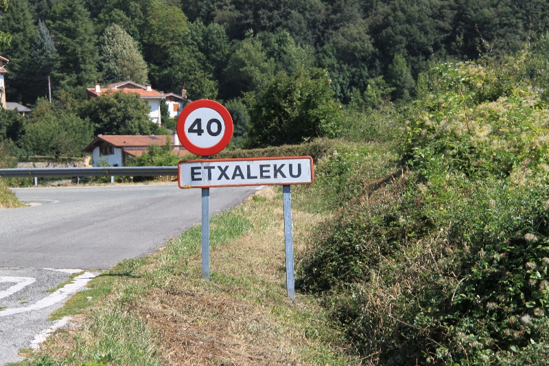01 Etxaleku